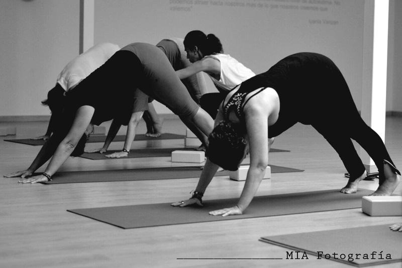 La hora blanca de Yoga y el cancer. Oyoga Sevilla
