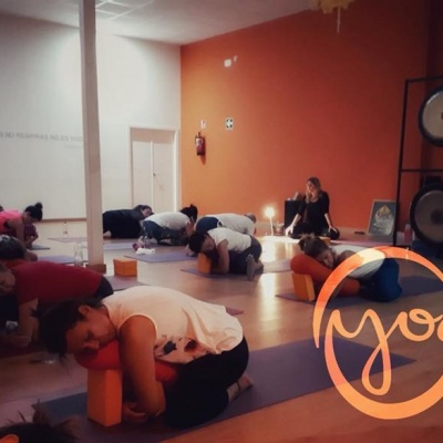 Yoga Restaurativo y Gongs